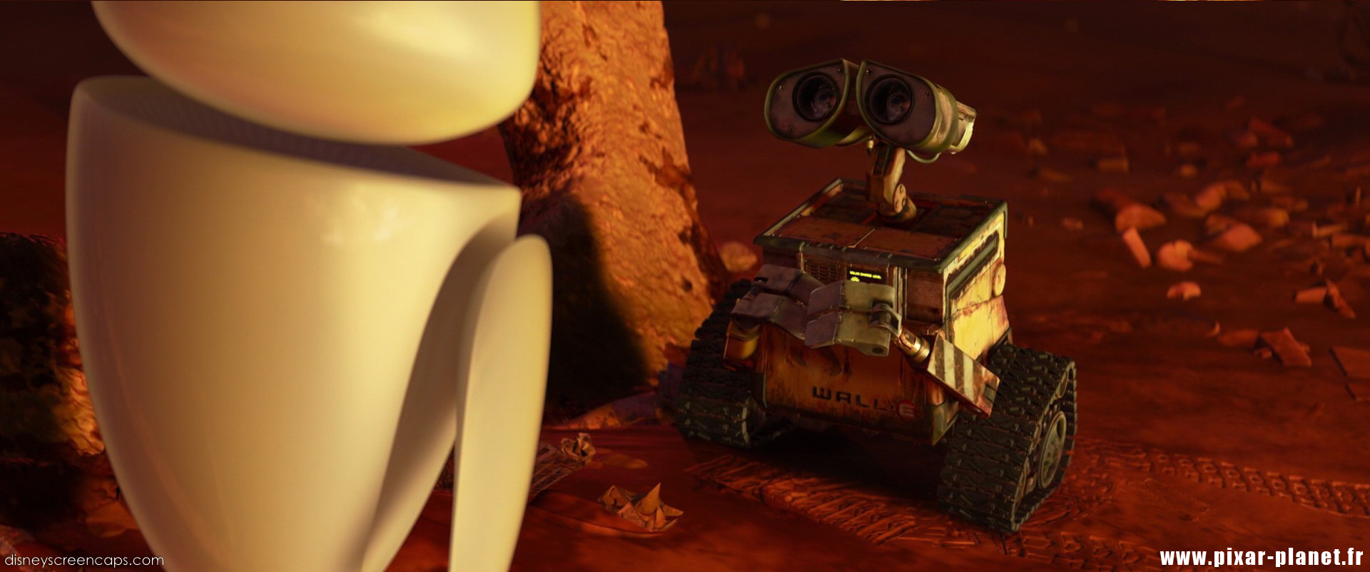 Pixar Planet Disney wall-e