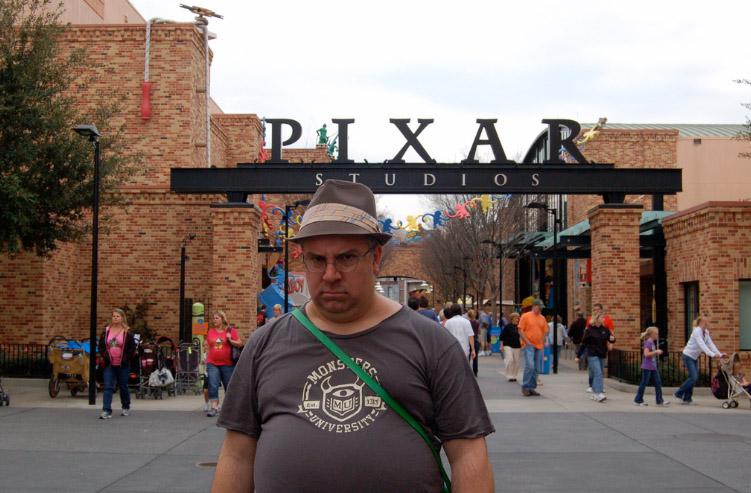 Pixar Planet Disney monstre academy university logo