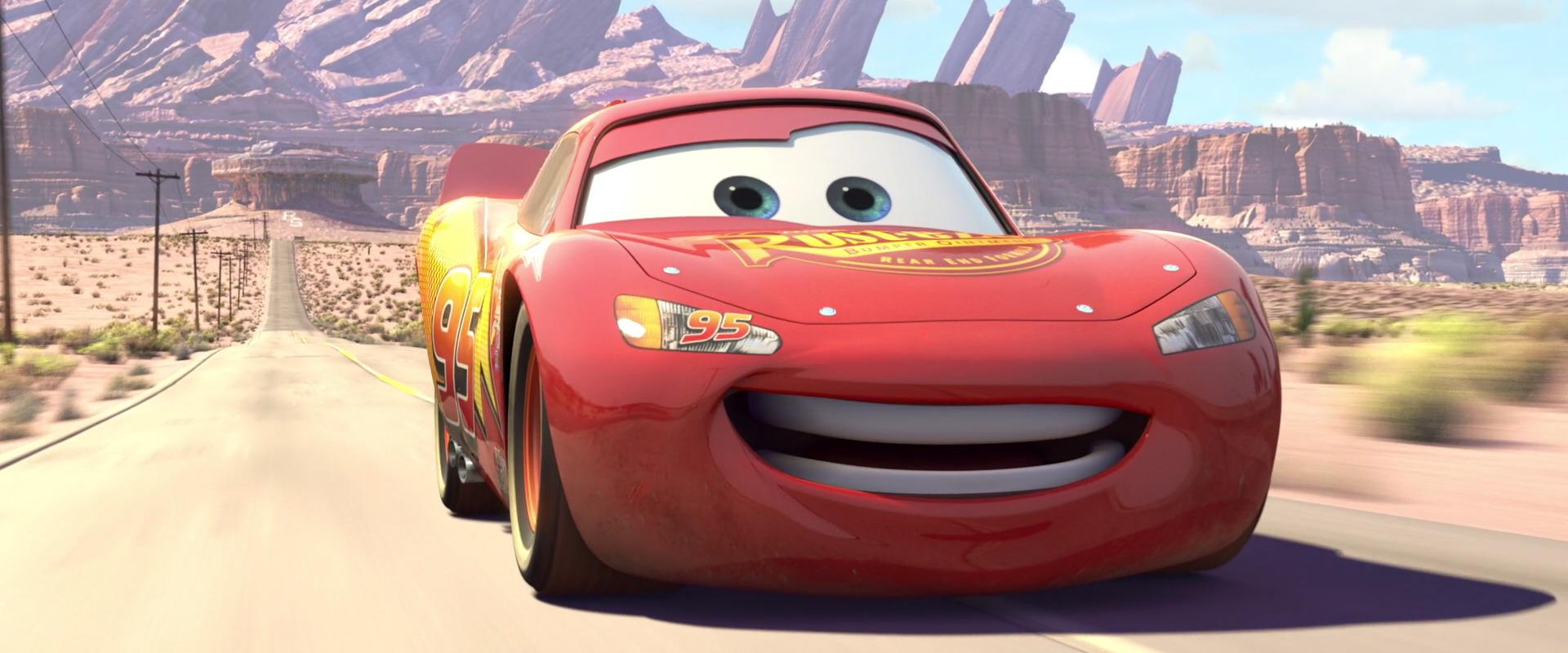 Flash mcqueen personnage dans cars pixar planet fr - Flash mcqueen et mack ...