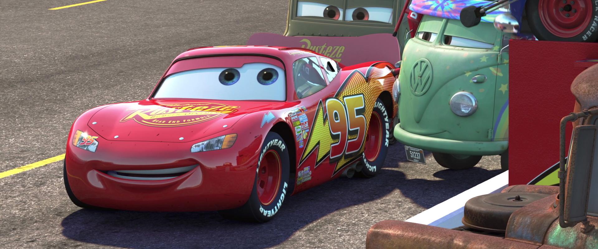 flash mcqueen personnage dans cars pixar planet fr. Black Bedroom Furniture Sets. Home Design Ideas