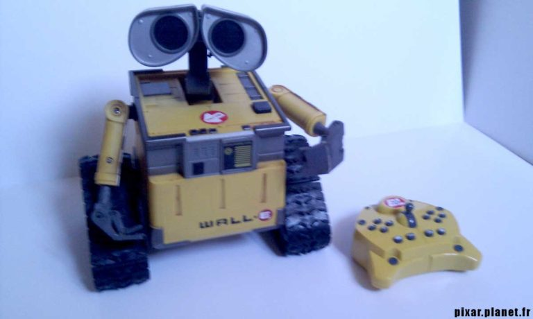 """Le robot """"U-Command WALL-E""""."""