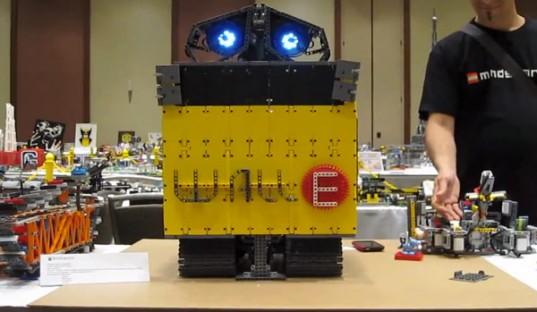 Un fan a construit WALL-E en LEGO.