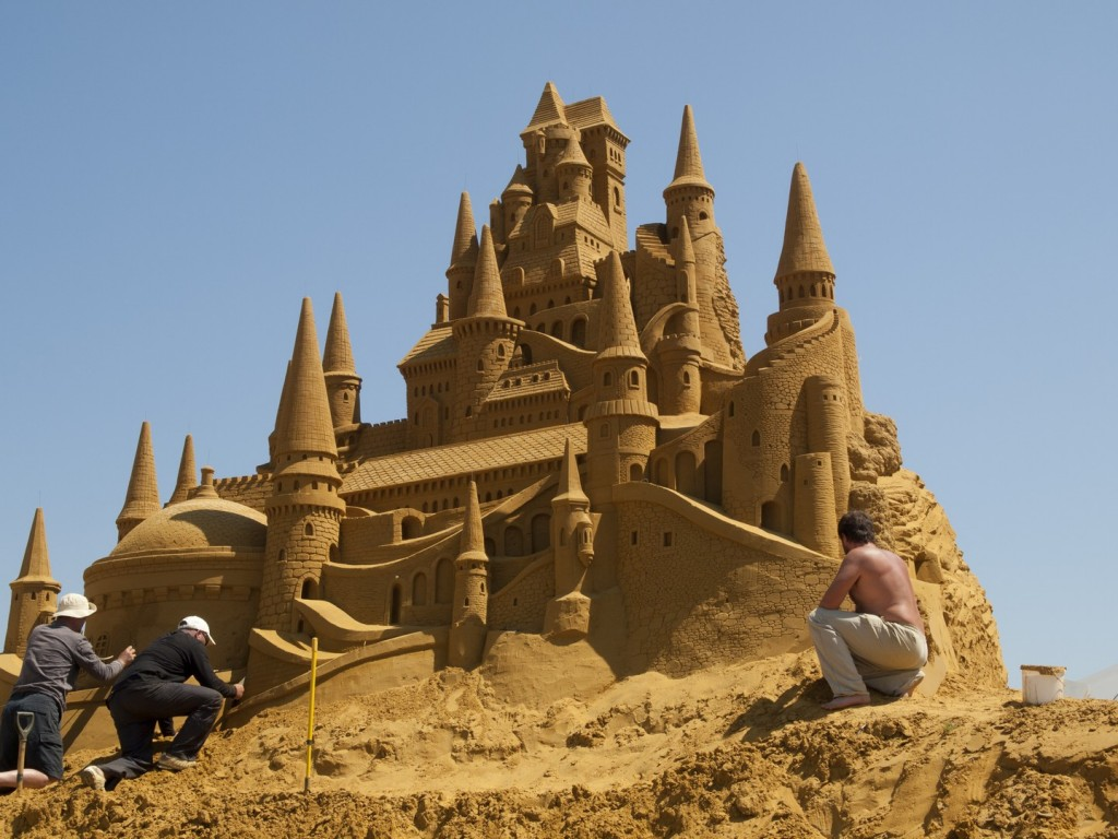 Pixar Disney disneyland paris sand magic