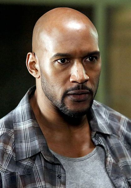 Henry_Simmons