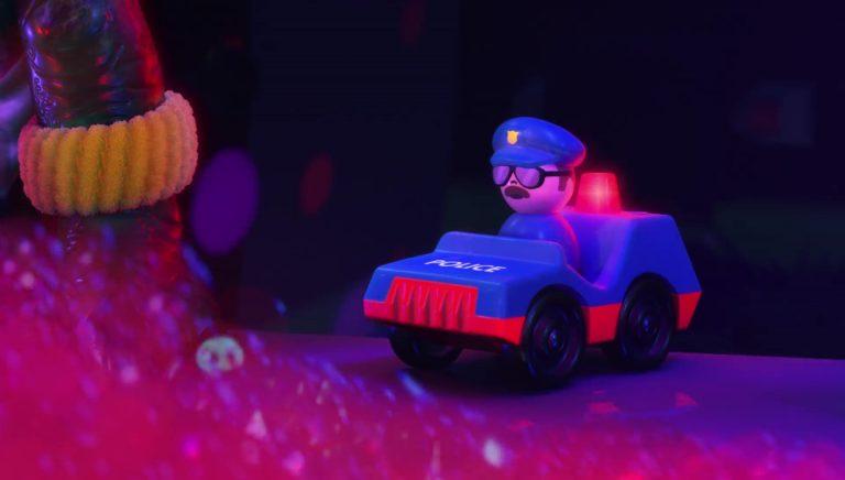 """Le policier, personnage dans """"Toy Story Toons : Rex, le roi de la fête""""."""
