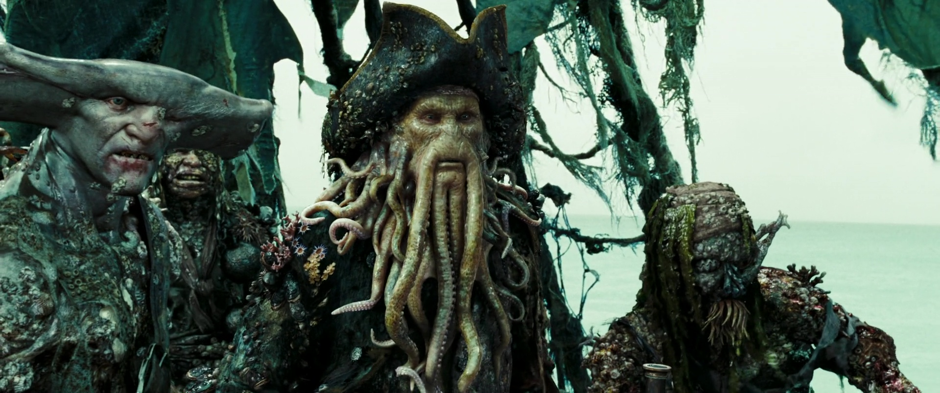 davy jones personnage character pirate caraibes secret coffre maudit dead man chest disney