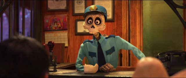 agent arrivée arrivals personnage character coco disney pixar