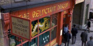 clin oeil easter egg objectif lotus dinosaur missing disney