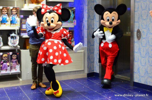 disney store petit dejeuner anniversaire mickey