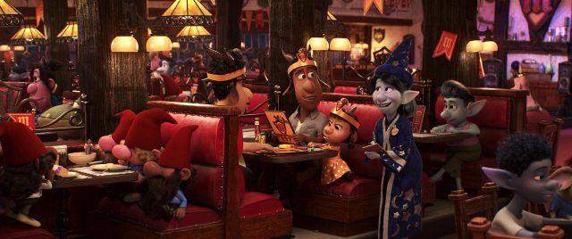 kayla personnage character en avant onward disney pixar