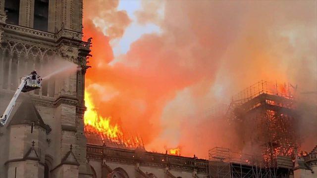 image notre dame epreuve feu agains inferno disney nat geo